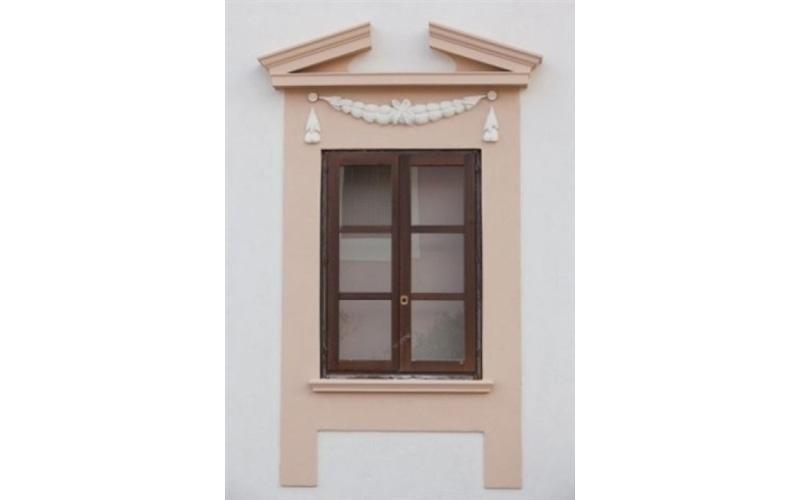 finestra a due ante in legno
