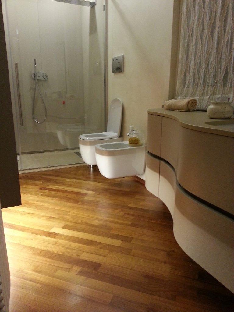 Parquet prefinito in bagno