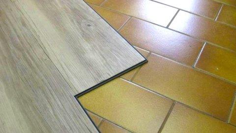 Parquet su vecchio pavimento in ceramica