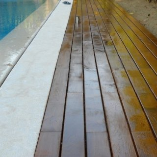 Listoni da esterno a bordo piscina