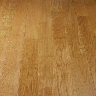 Dettaglio pavimento in legno massiccio
