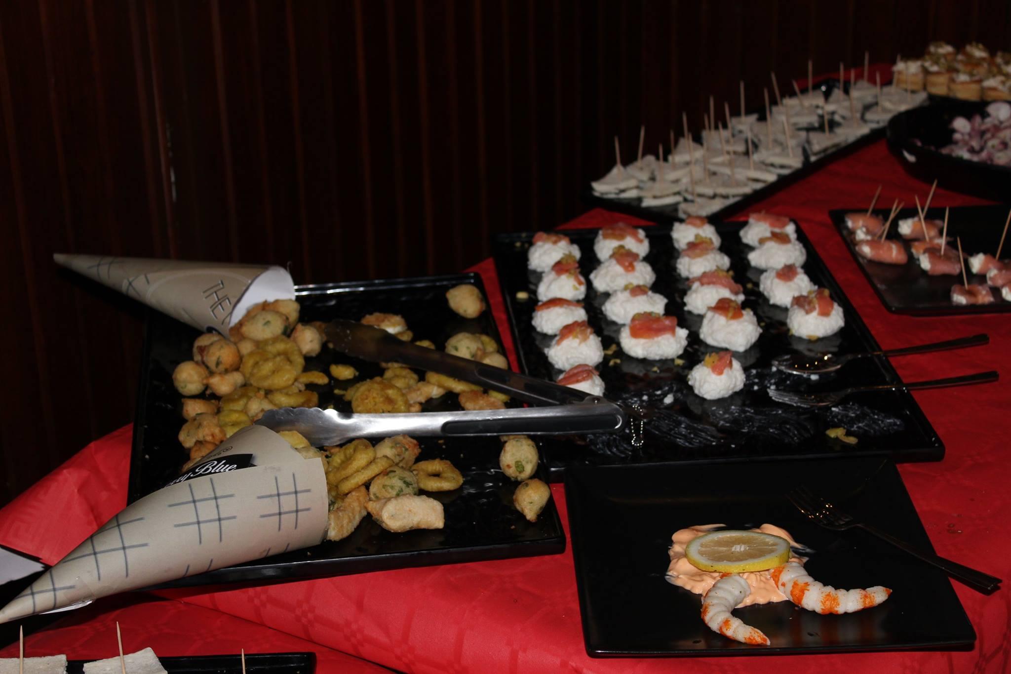 anelli fritti,gamberi,tartine,tramezzini e altro