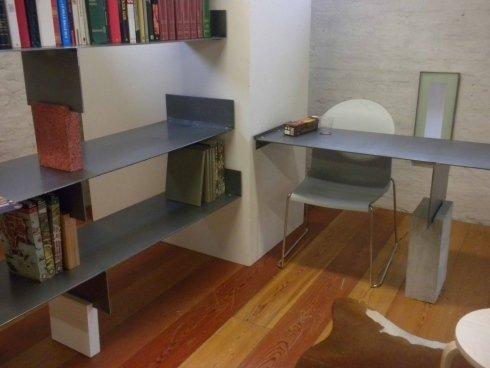 scrivania cemento e acciaio