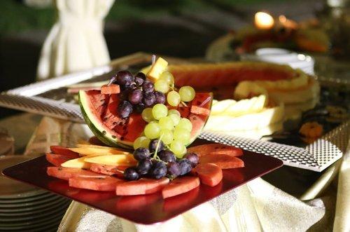 centrotavola di anguria e uva