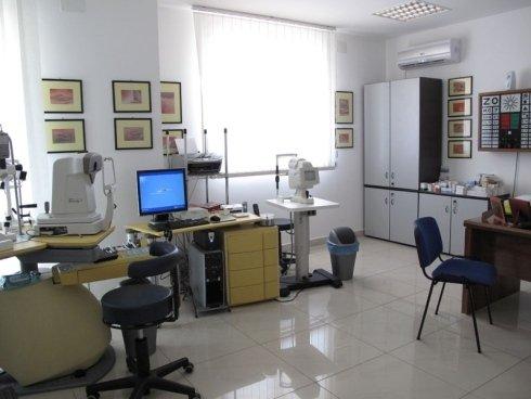 apparecchiatura medica oculistica