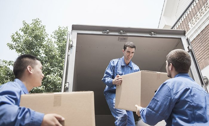 removalists-with-boxes