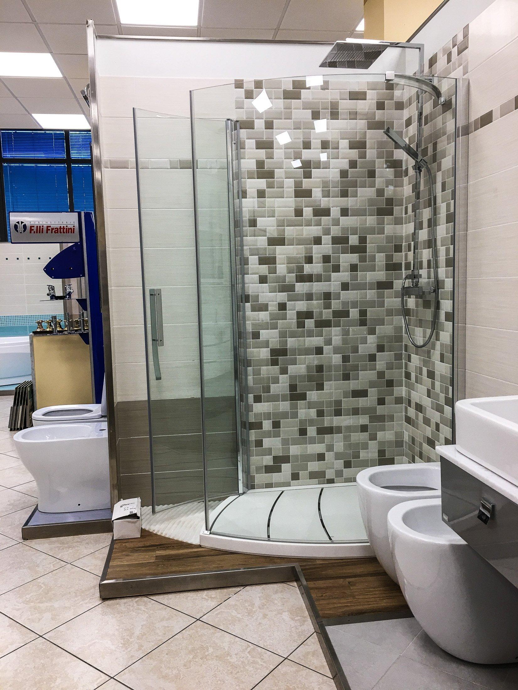 doccia ad angolo