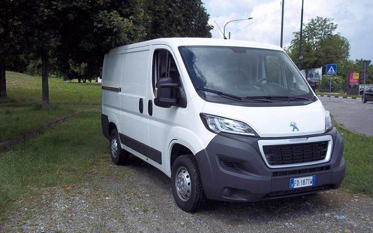 Ampio furgone Peugeot