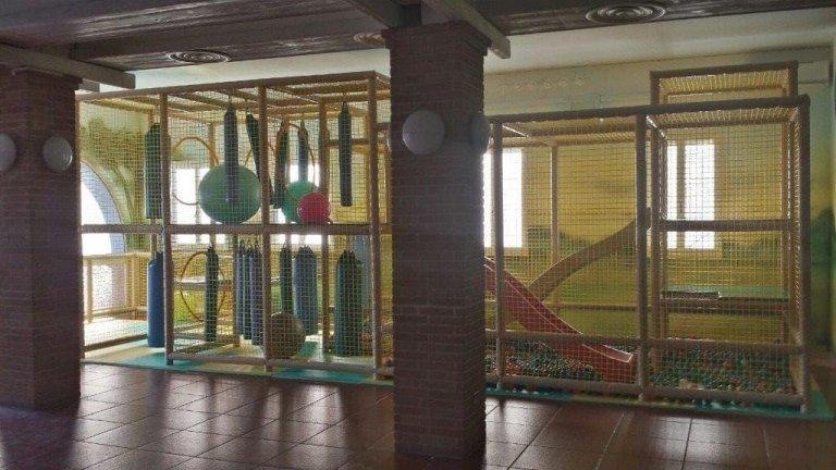 Площадка, оборудованная для детей Кадонеге