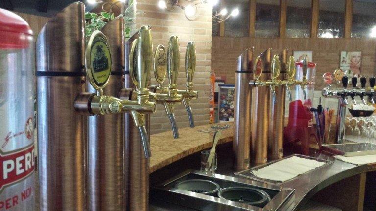 Beer hall in Cadoneghe: Peroni, Nastro Azzurro, St Stefanus, Tourtel, Weizen