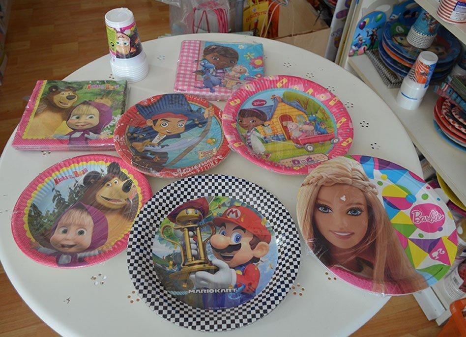 Piatti di plastica con personaggi per bambini a Bari