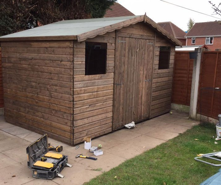shed with 2 windows