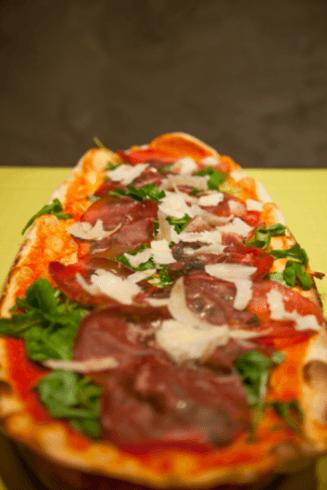 pizza con bresaola e rucola