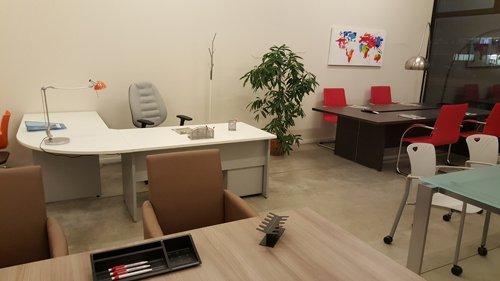 sedie e scrivanie girgia e rosse