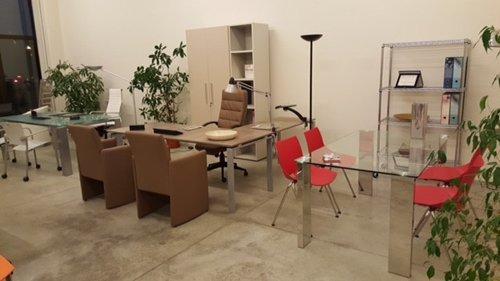 ufficio con sedie