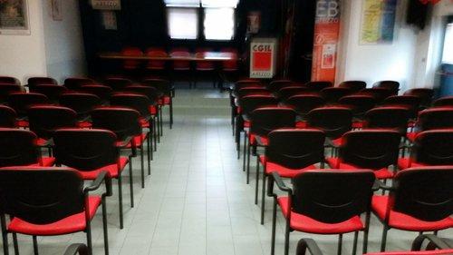 sedie rosse e nere