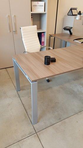 scrivania in ufficio