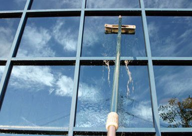 commercial building glass cleaning