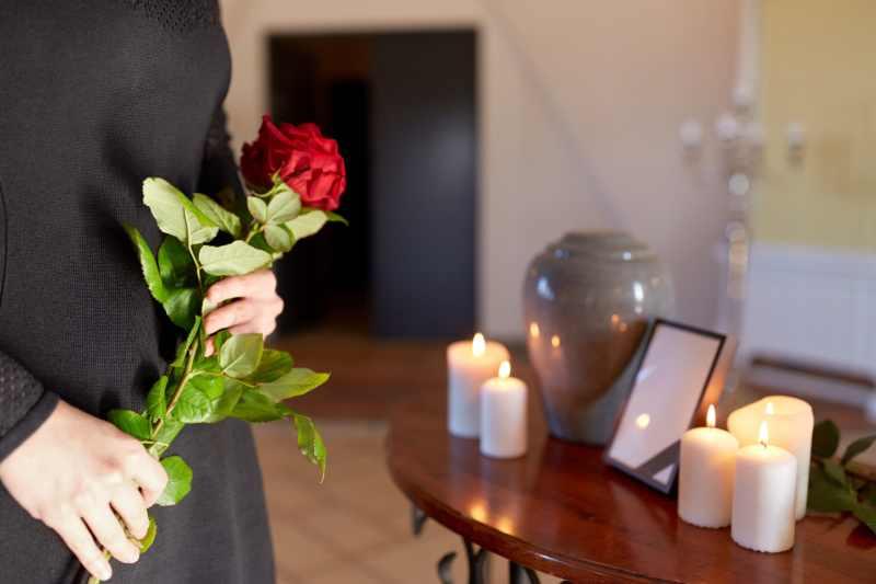 servizio di cremazione e utilizzo di urna cineraria