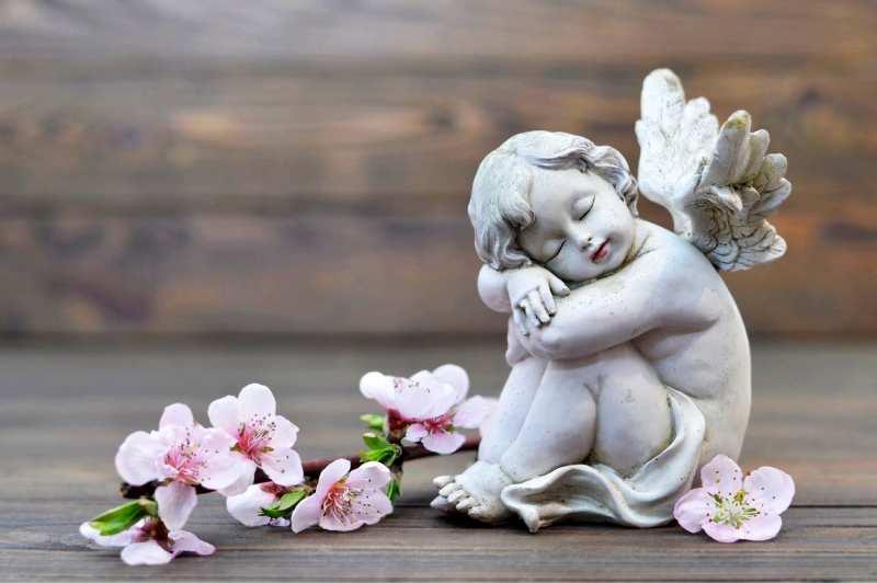 statua di angioletto in marmo