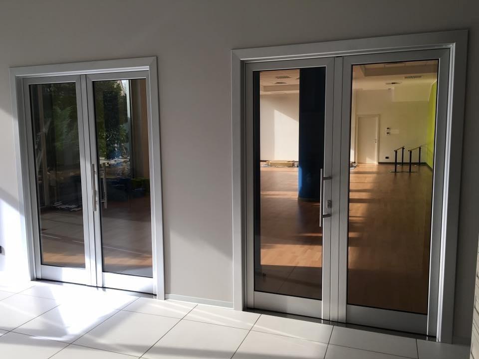 Porte battenti in alluminio