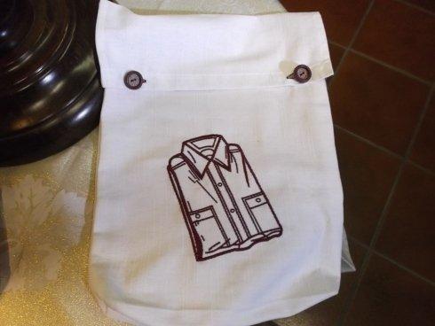 porta camicia in lino ricamata