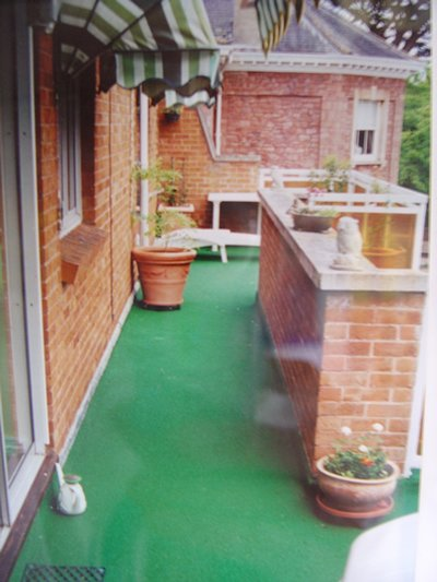 green resin bonded walkway