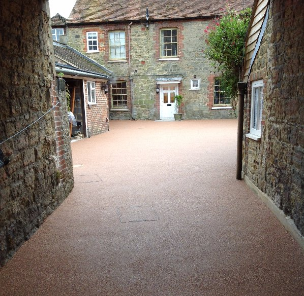 resin bonded gravel courtyard