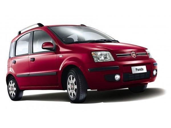 macchina rossa marchio Fiat Panda