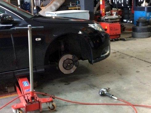 Smontaggio gomme, rimontaggio pneumatici