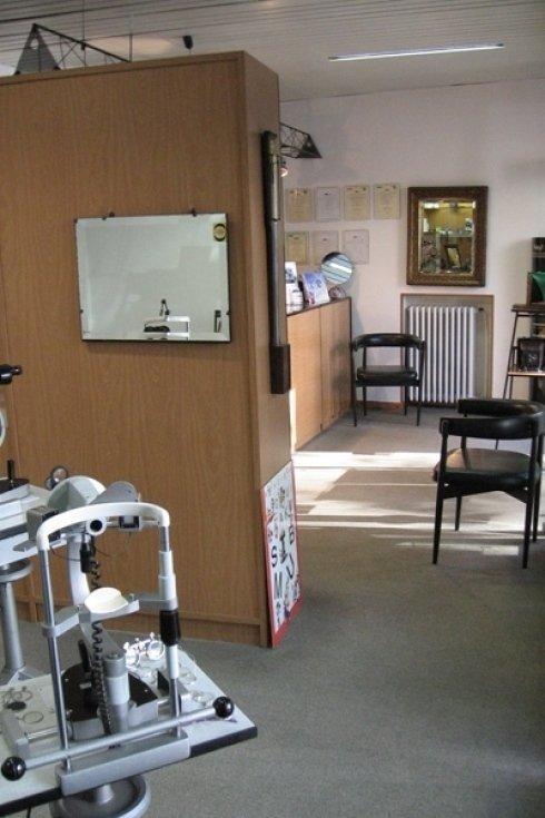 All Ottica Regis Serra e possibile richiedere l esame della vista.