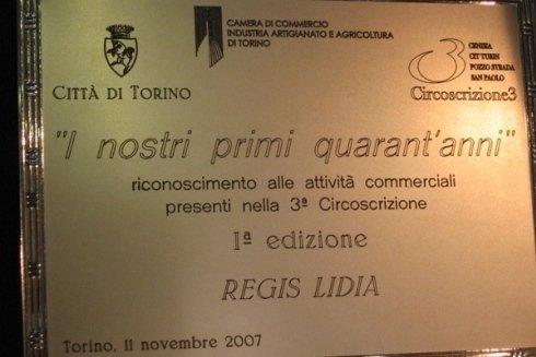 La targa che ricorda i quarant anni di attivita dell Ottica Regis Serra.