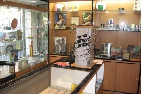 Nel negozio e possibile acquistare occhiali da sole e da vista.