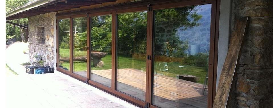 vetrate con infissi in legno
