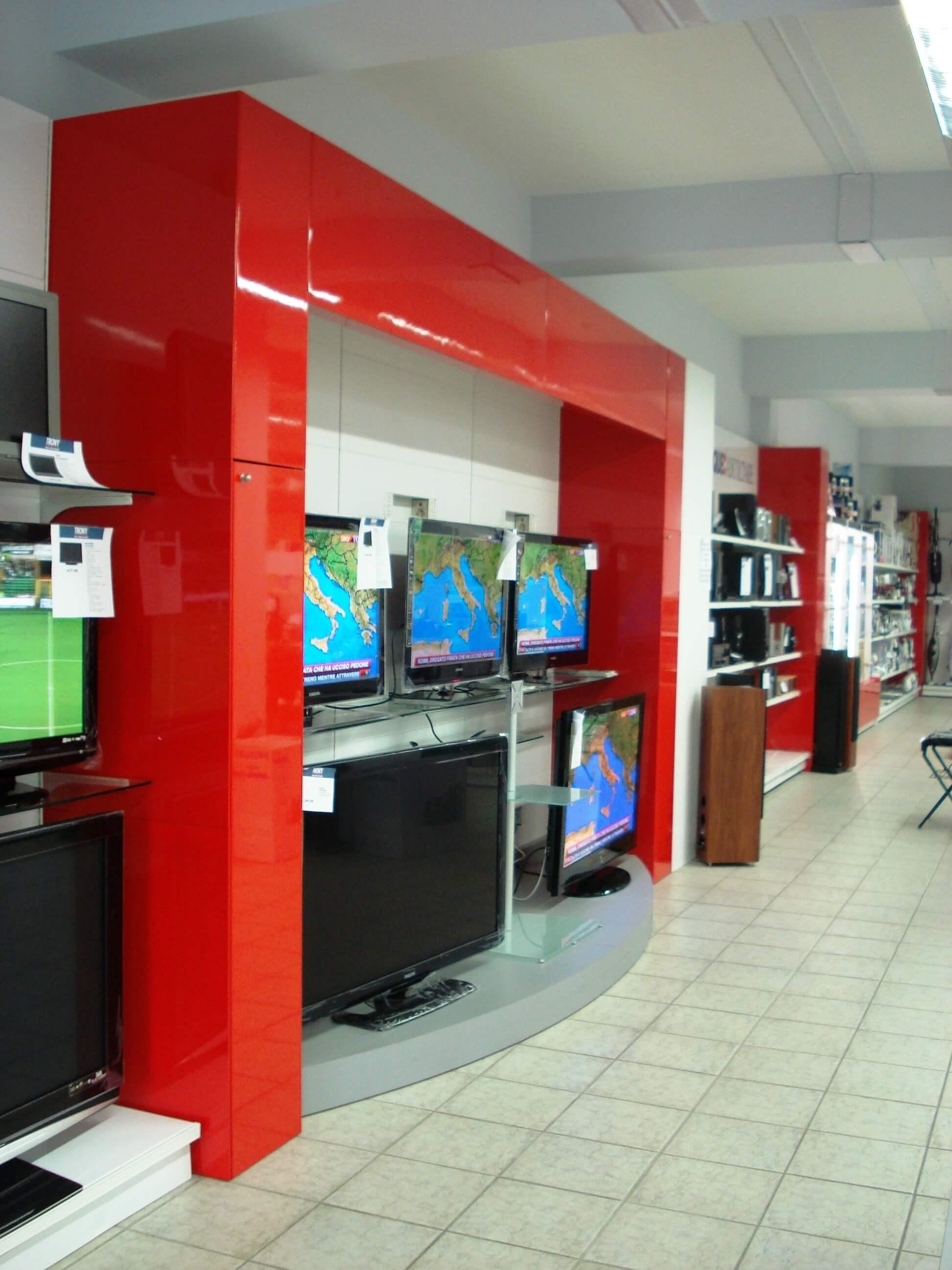 Arredamento negozio di elettronica