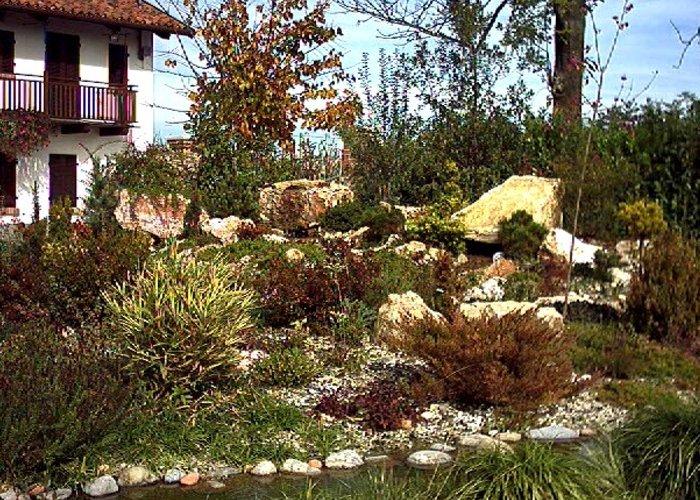 Giardino con laghetto artificiale