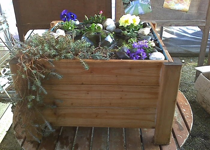 Dettaglio fioriera in legno