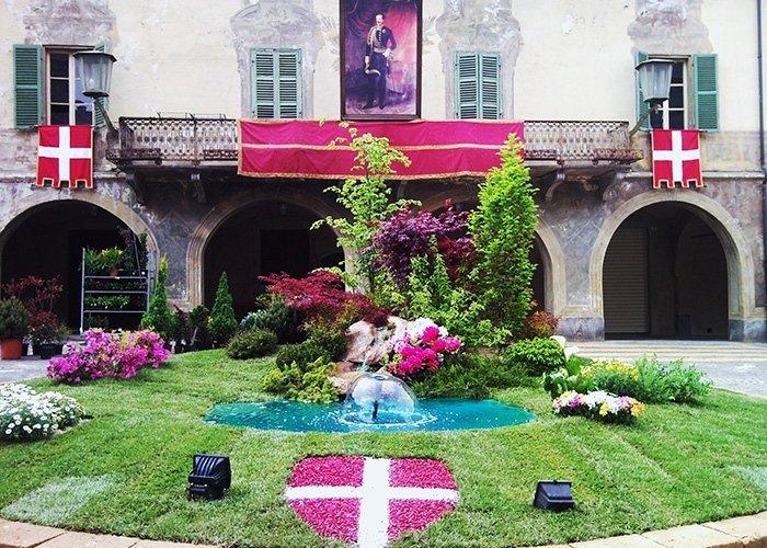 Entrata con decorazione floreale