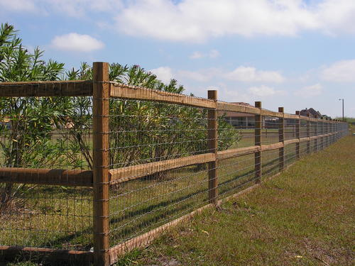Wood and chain fence surrounding a ranch home