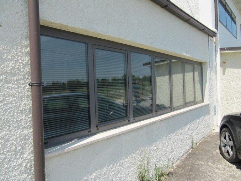 finestre in alluminio per uffici