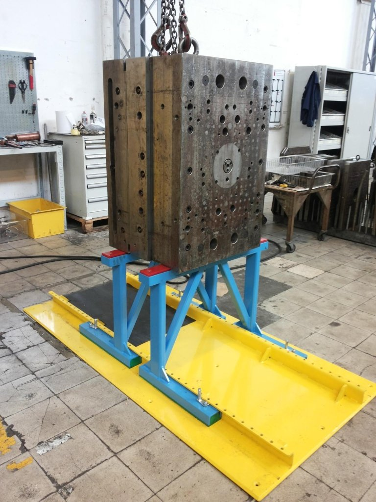 struttura in ferro porta stampi
