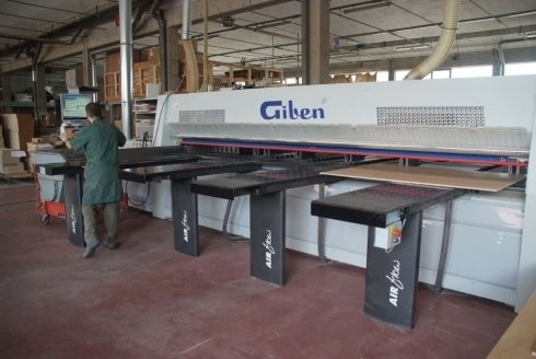 un macchinario industriale della marca Giben