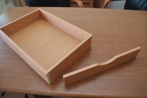 un cassetto in legno chiaro