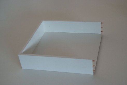 un cassetto in legno a forma quadrata