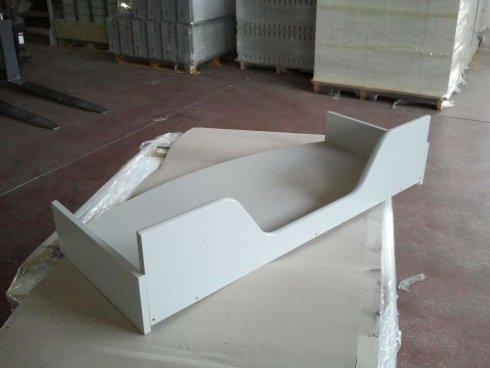 un cassetto di legno di color bianco