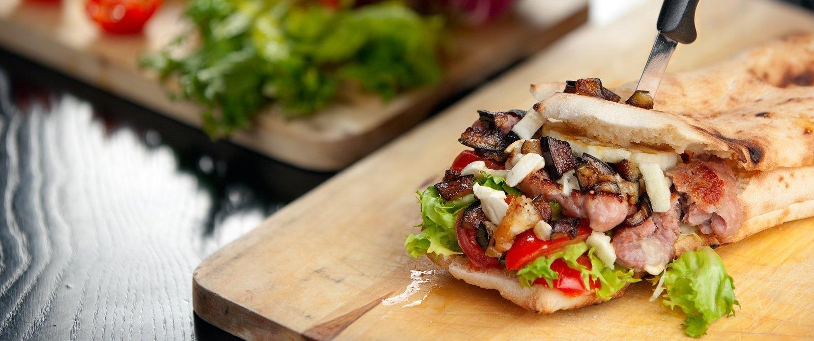 panino con prosciutto cotto,salame,formaggio e verdure