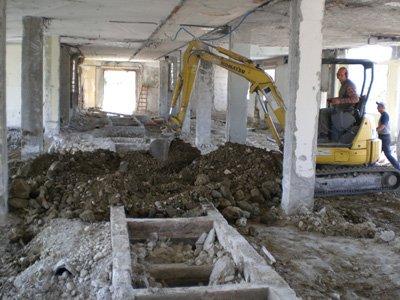 piccoli scavi all`interno di un appartamento