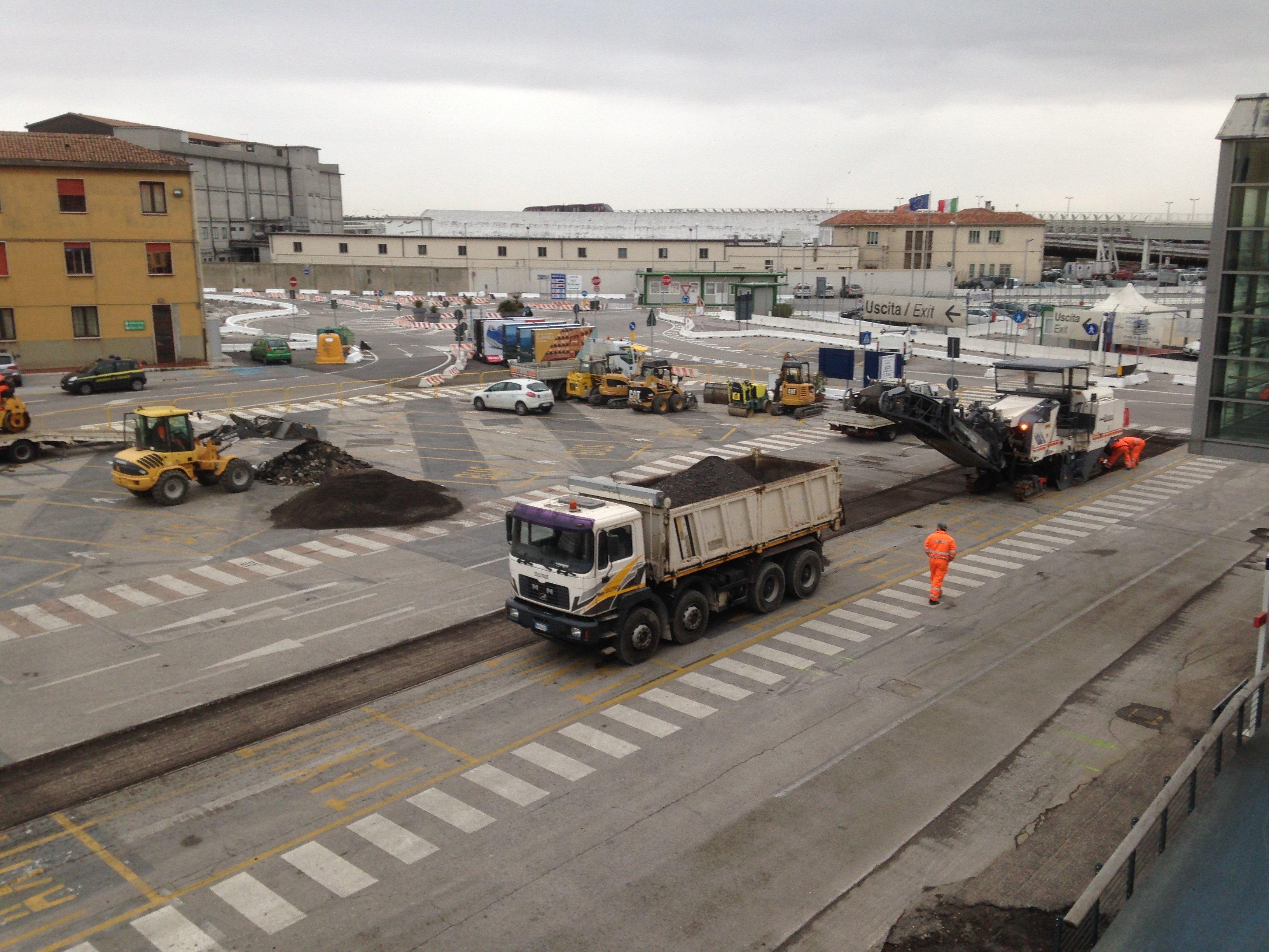 strade in costruzione