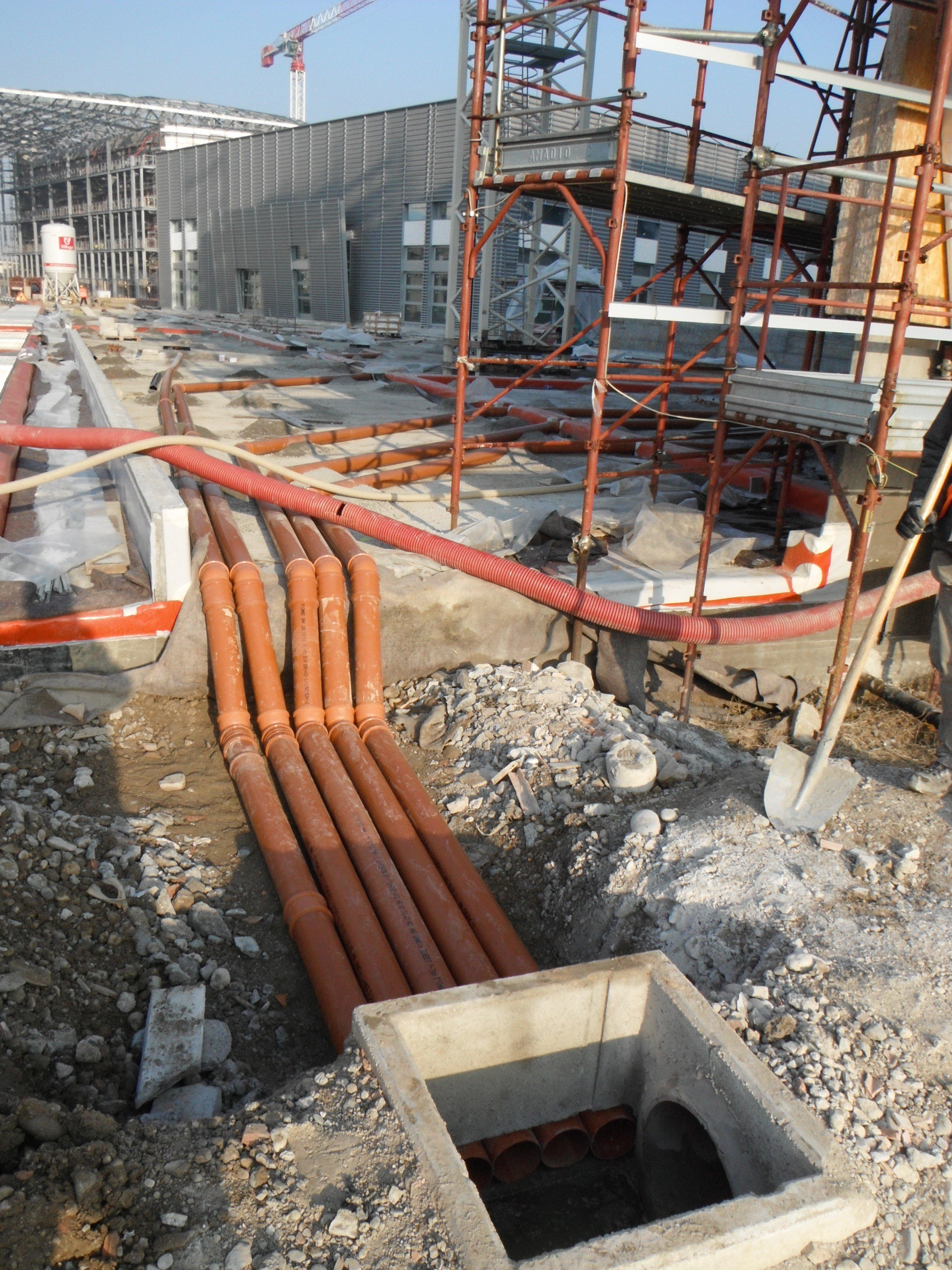 cantiere per costruzione rete fognaria