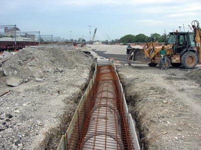 scavo edile per tubo rete fognaria